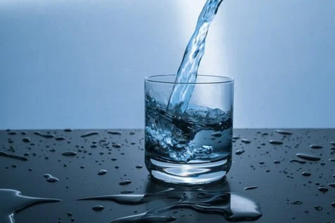 Read more about the article L'acqua il primo nutrimento per mantenere sano il nostro organismo